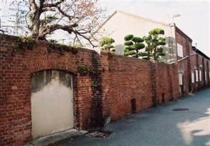 飾磨津物揚場跡の赤レンガ塀