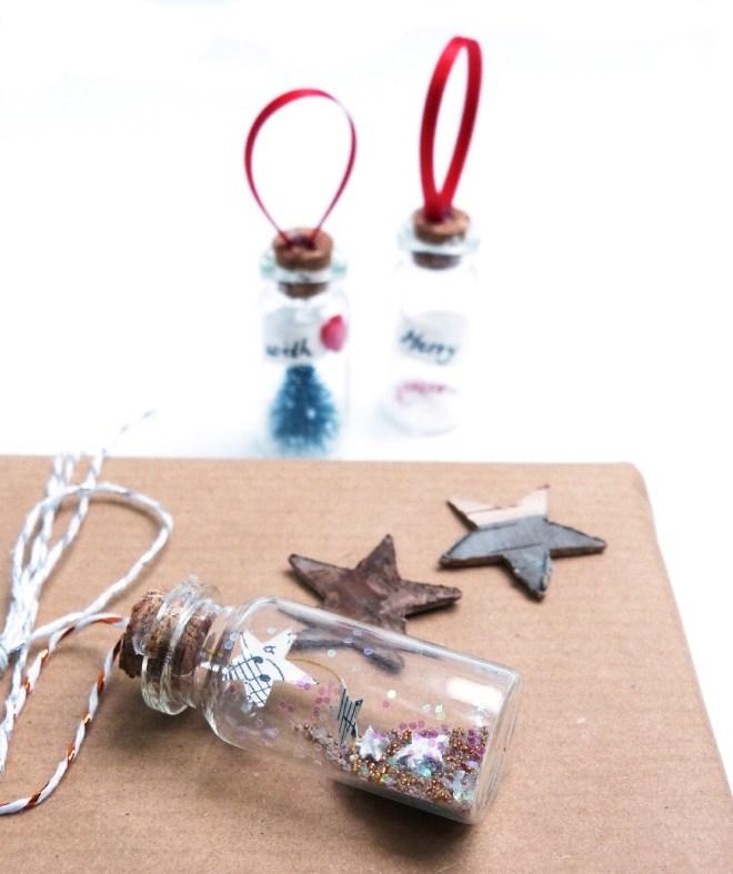 DIY Geschenkanhänger in Glasflasche