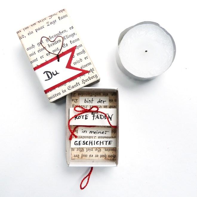 Streichholzschachtel mit alten Buchseiten beklebt und Botschaft
