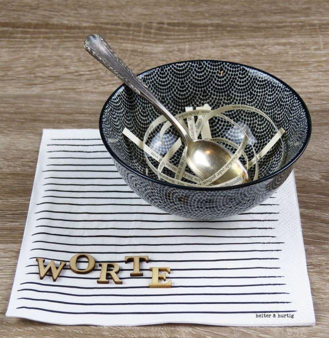 Suppenschale mit Buchstaben und Saetzen