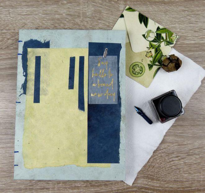 Art Journal mit Briefumschlag, Tintenfass und Feder