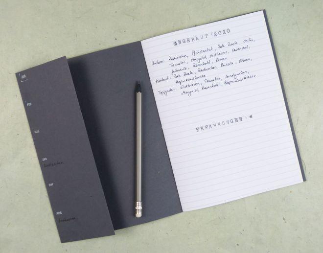 Umschlag mit Klappe fürs Notizheft. Jahresübersicht