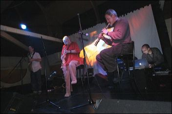 2004. Performing as autodigest with Lol Coxhill, Alan Wilkinson and Rob Mills. London (UK).