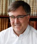 د. شانك ج. ب، بروفيسور تاريخ العلم والطب في جامعة مينسوتا، ومتخصص في كتبات فولتير