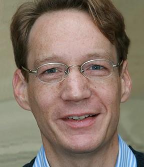 داغ نيكولاس هيسه مؤلف كتاب النجاح والإنكار