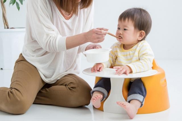 親餵母乳的媽媽限制多?!寶寶如何吃才健康?黃瑽寧醫師的5大原則..
