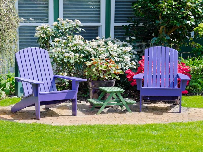 paint outdoor wood furniture