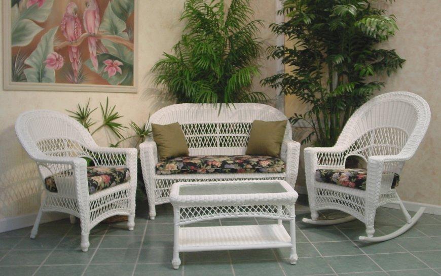 white wicker patio furniture tips