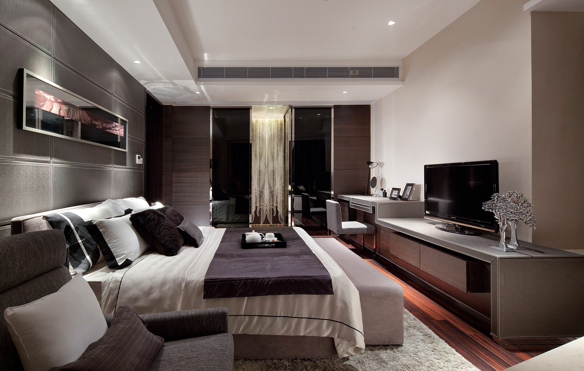 Exotic Master Bedroom Ideas With White Wall Can Add The