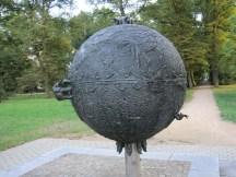 Weltkugel- Kunst im öffentlichen Raum