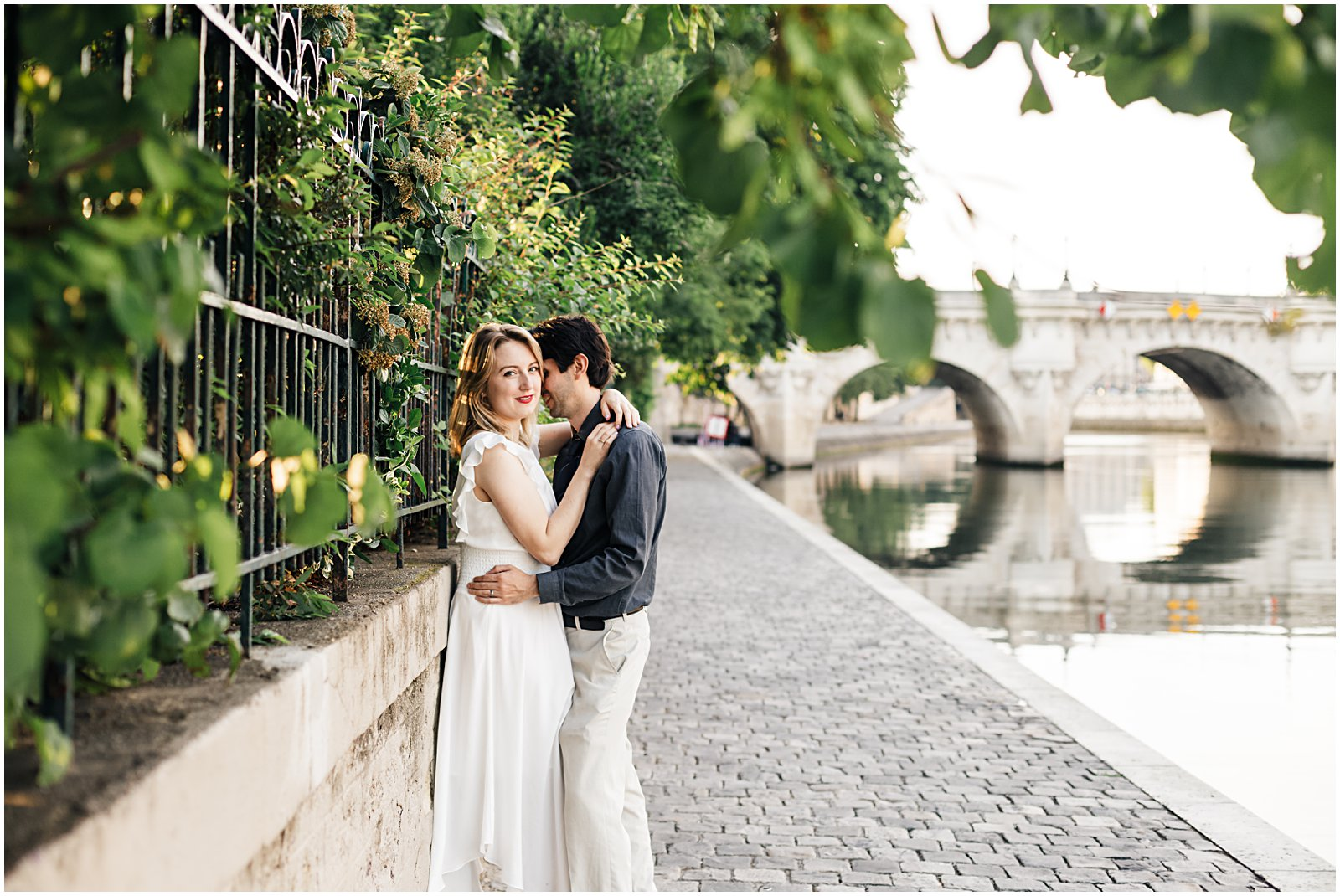 anniversary couples session at sunrise on Pont Neuf Paris