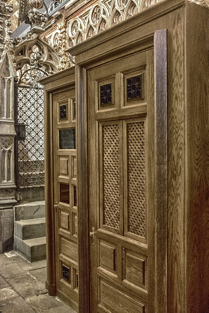 Confessional 2 Barcelona Cathedral