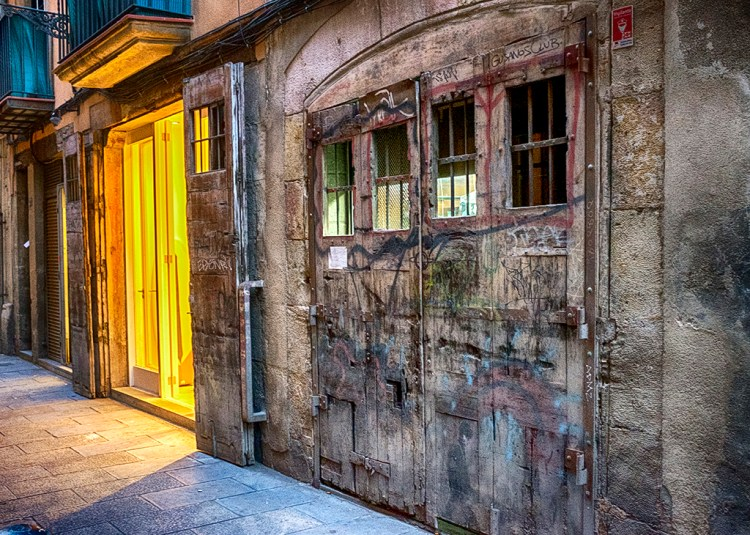Gusanos Club Door Gothic Quarter Barcelona