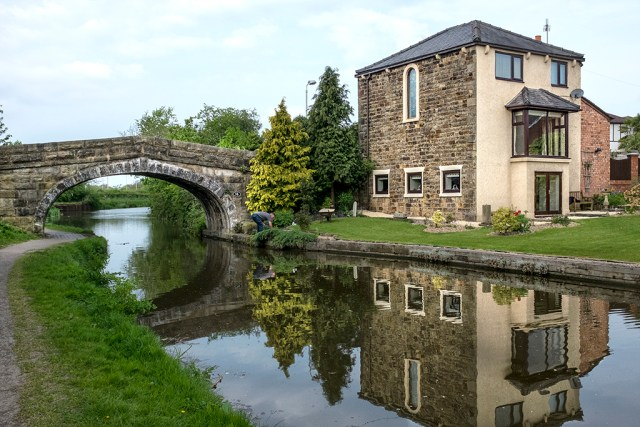 House at Bridge 16 Lancaster Canal Preston walk towpath Lancashire