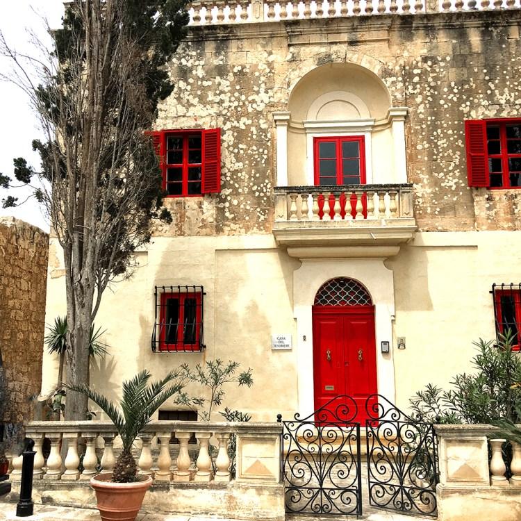 Mdina: Villa red doors windows in Silent City Malta