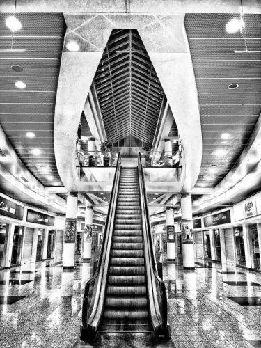 Salford Quays: Escalator Lowry shopping centre