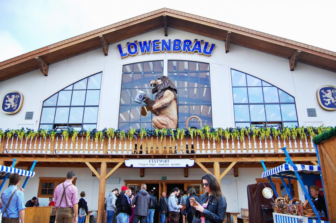 lowenbrau_tent_oktoberfest