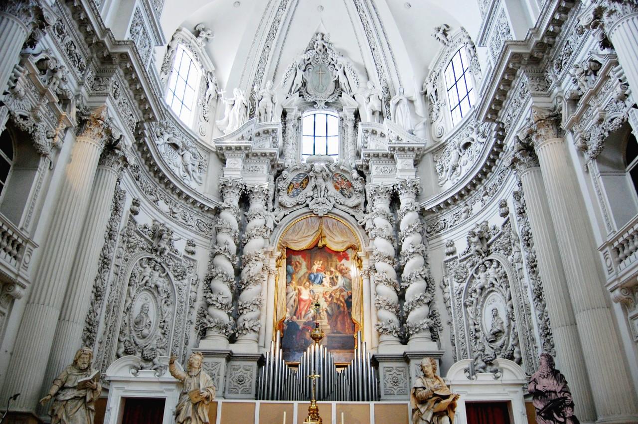 inside-of-church-st-kajetan