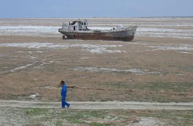 Orphaned ship in former Aral Sea in Karakalpakstan, Uzbekistan Photo credit: Public domain, Wikimedia Commons