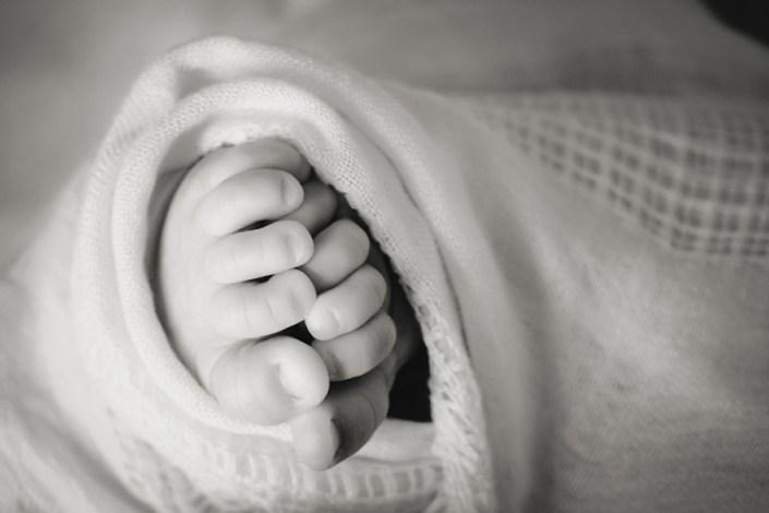 Helen Rowan Photography Lifestyle Home Newborn Baby toes