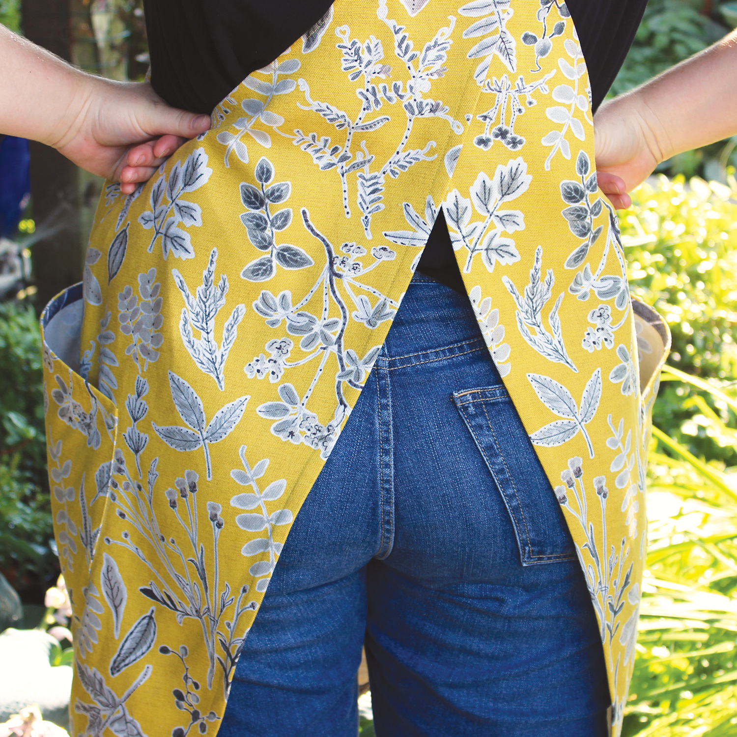 Apron Pattern ~ THE CHELSEY APRON ~ by Lily Ashbury One size fits all