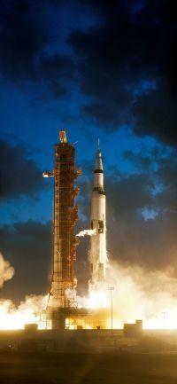 800px-Apollo_4_liftoff_-_GPN-2006-000038