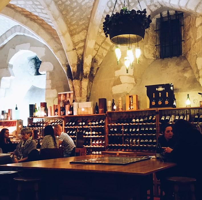 [Bourges] Atypique et convivial, un bar à tapas dans une cave à vin : La Cave des Beaux-Arts !