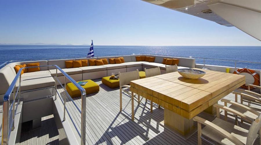 LUXURIOUS-YACHT-CHARTER-AQUA-21