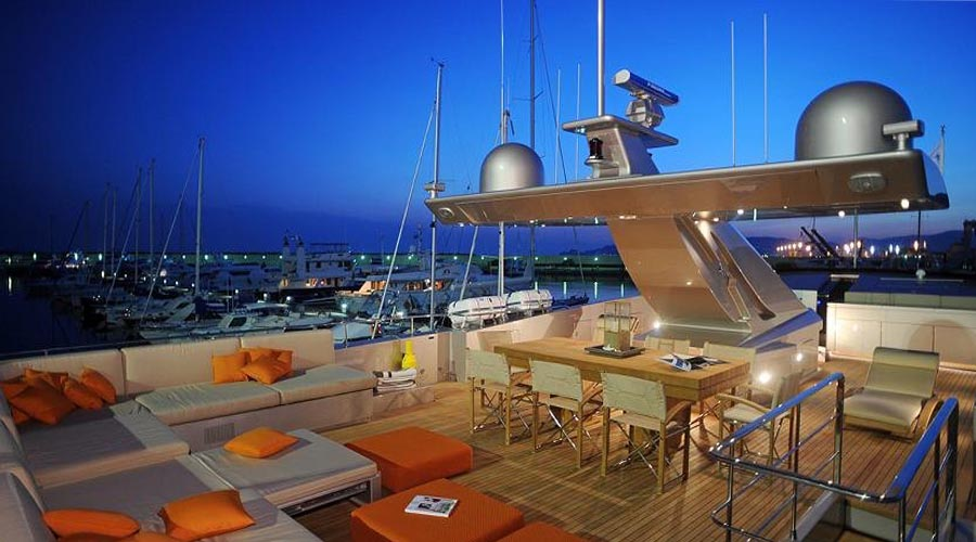 LUXURIOUS-YACHT-CHARTER-AQUA-6