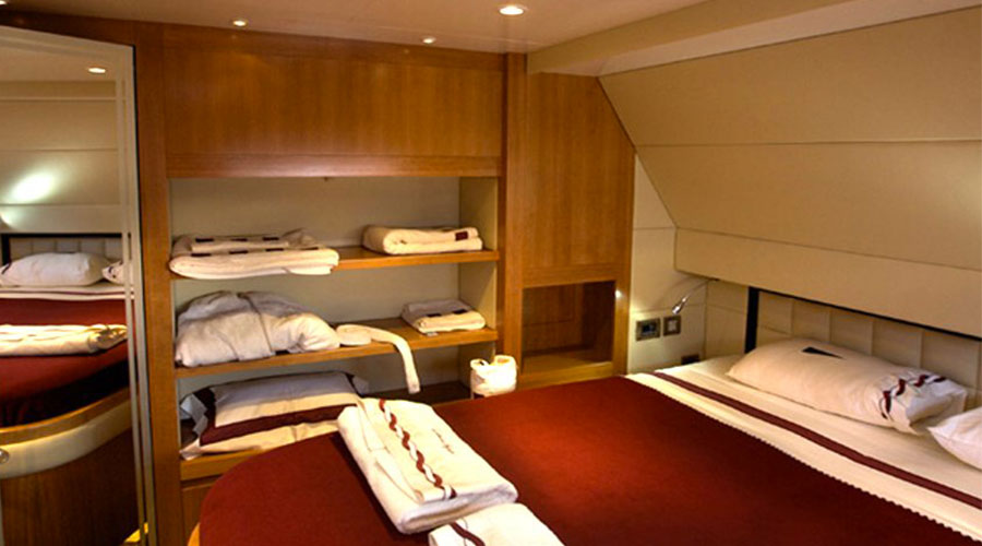 LUXURY-CATAMARAN-WORLD'S-END-12