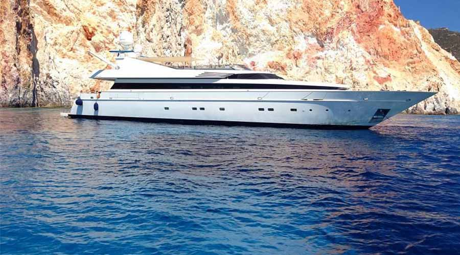 LUXURY-YACHT-CHARTER-GREECE-MABROOK-1