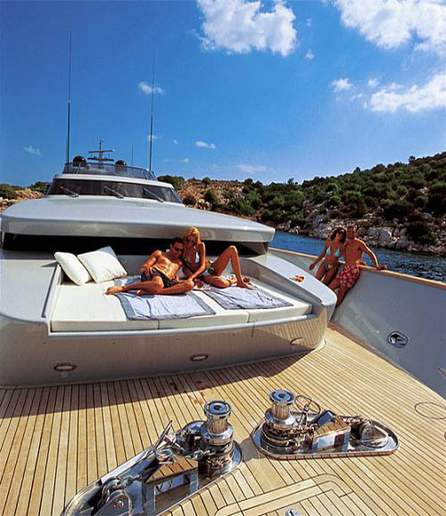 Charter Motor Yacht KINTARO in Greece - HELLAS YACHTING