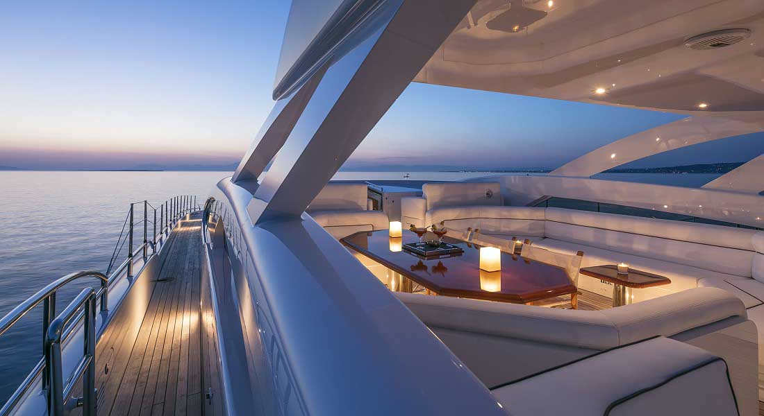 LUXURY-YACHT-L'EQUINOX-10
