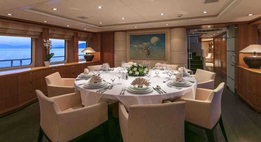 LUXURY-YACHT-L'EQUINOX-24