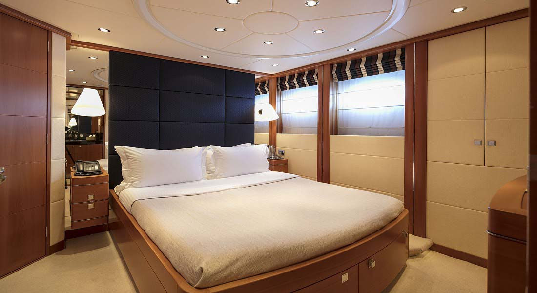 LUXURY-YACHT-L'EQUINOX-34