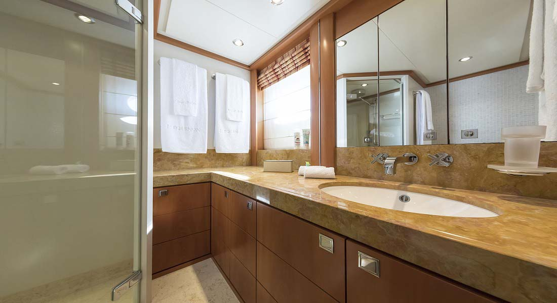 LUXURY-YACHT-L'EQUINOX-35