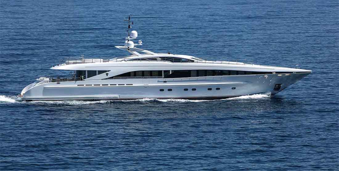 LUXURY-YACHT-L'EQUINOX