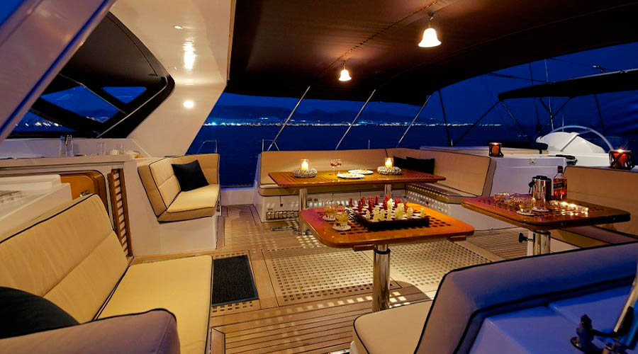 CREWED-SAILING-YACHT-AMADEUS-10