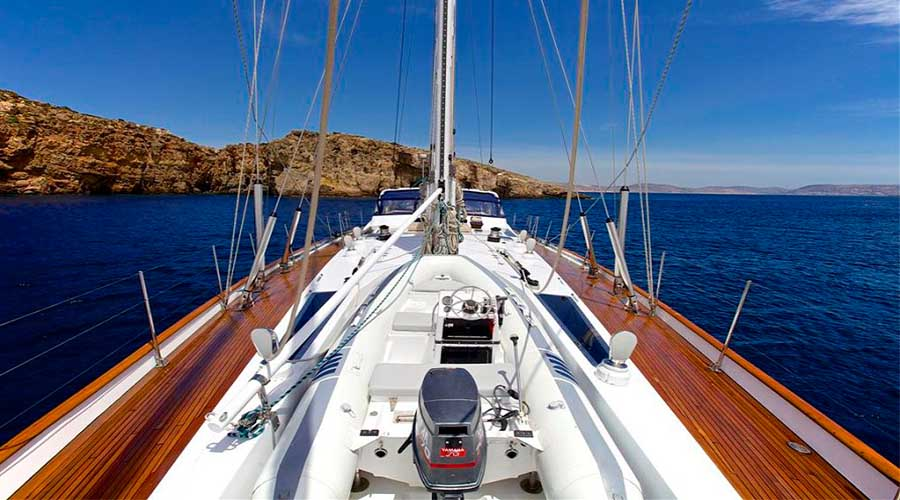 CREWED-SAILING-YACHT-AMADEUS-7