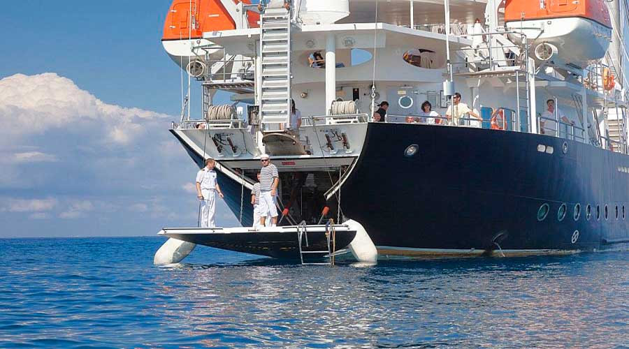 SAILING-YACHT-RUNNING-ON-WAVES-6