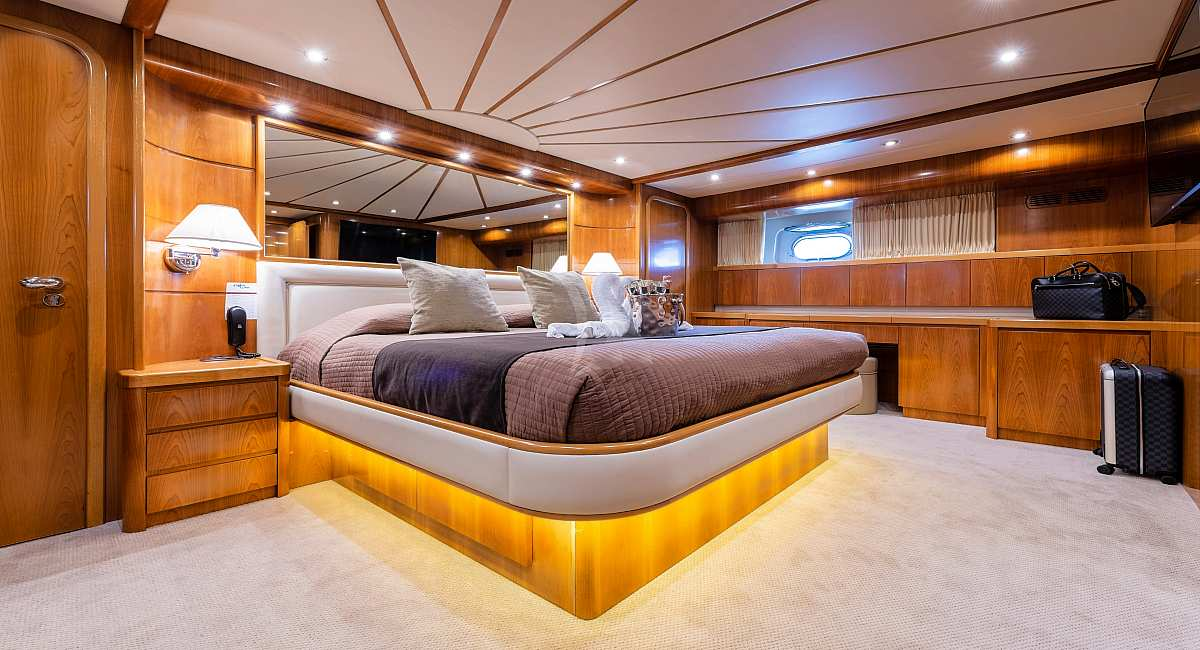 STARLINK - Motor Yacht for Charter in Greece - HELLAS YACHTING