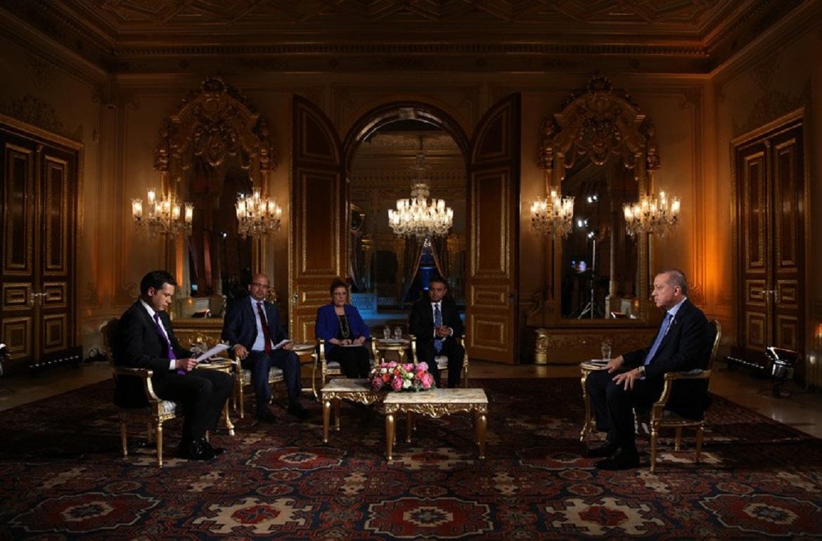 """Το νέο κόλπο του Ερντογάν τον θέλει """"καλό"""" με την Ελλάδα: Λάθη με τους Ρωμιούς της Πόλης"""