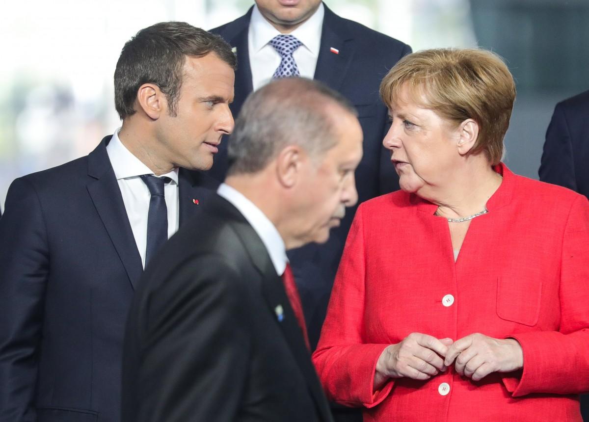 Η Ευρώπη μπλοκάρει τις ορέξεις του Ερντογάν για σουλτανικές εμφανίσεις: Έξαλλος ο Τσελίκ
