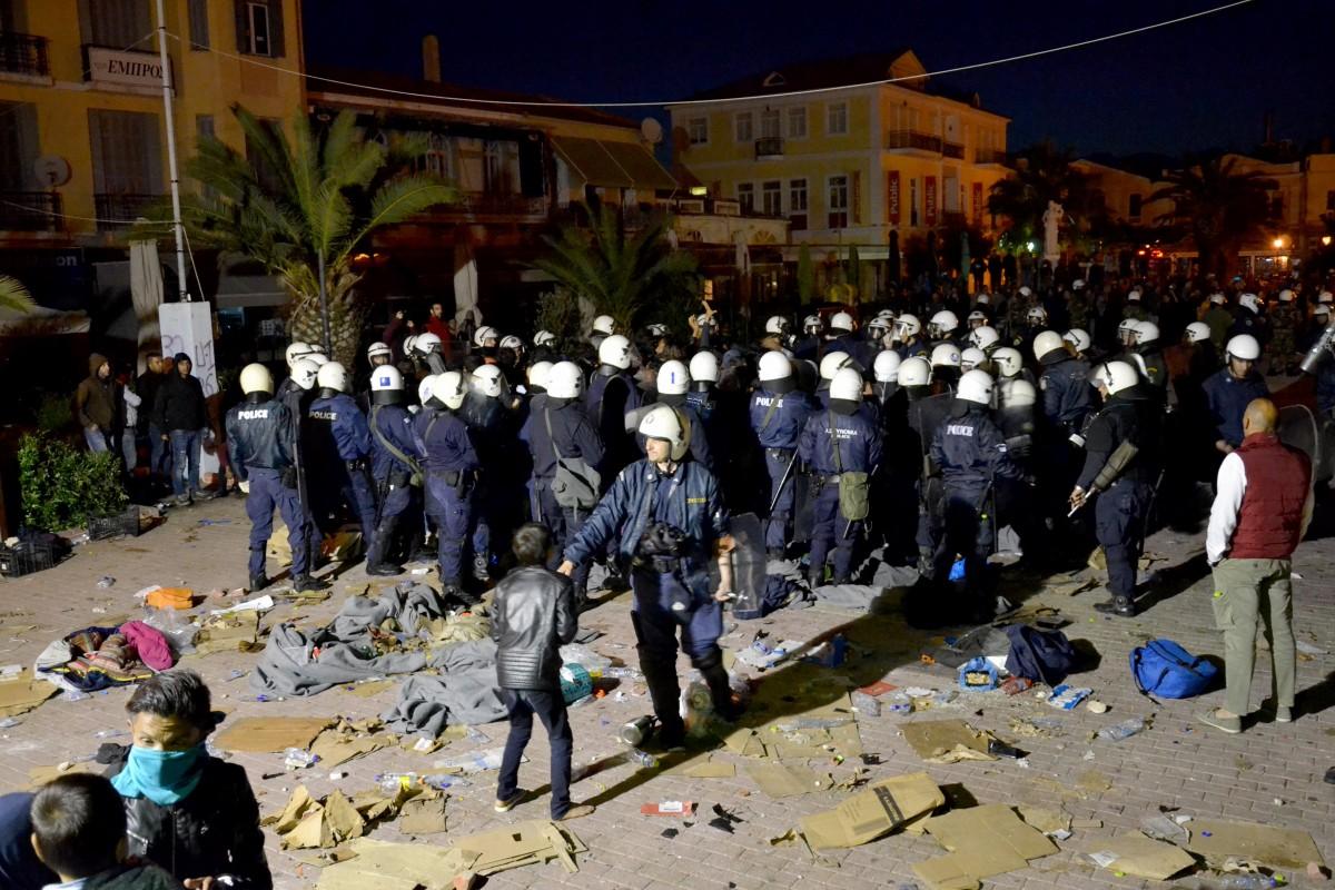Βομβαρδισμένη πόλη η Μυτιλήνη μετά τα επεισόδια στην Σαπφούς, λέει στο HJ o Δήμαρχος (ηχητικό)