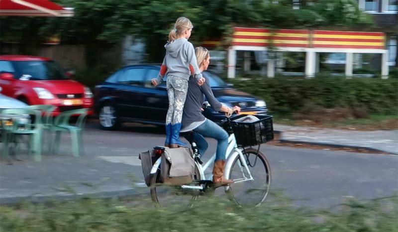 [:en]What defines Dutch cycling? Why is cycling so popular in the Netherlands? (Video) [:el]Ολλανδια η χωρα του ποδηλατου - ποσο ιδιαιτερα οδηγουν οι Ολλανδοι; Δειτε τα βιντεο[:]
