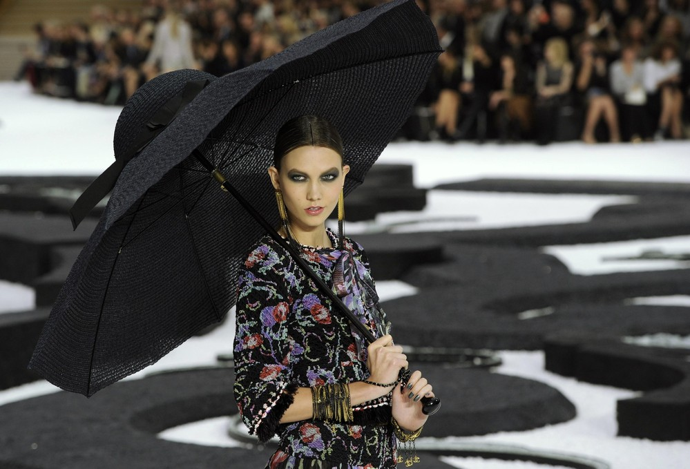 chanel karlie kloss umbrella