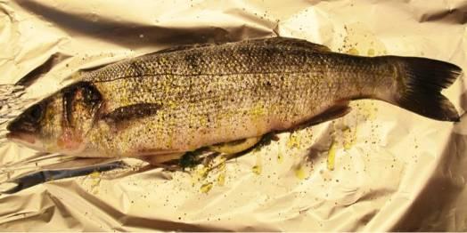 Fisken legges på dobbelt lag folie