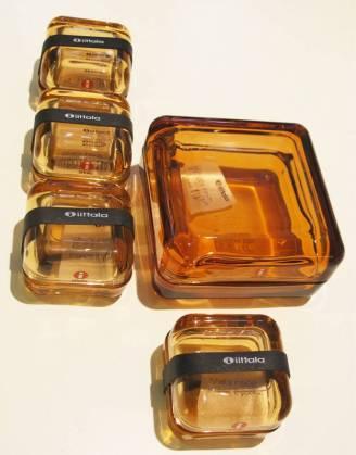 Små glassbokser i fargen Rio Brown fra Iittala.