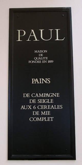 Paul finner du over hele Paris og har et fantastisk utvalg bakervarer. http://www.paul.fr