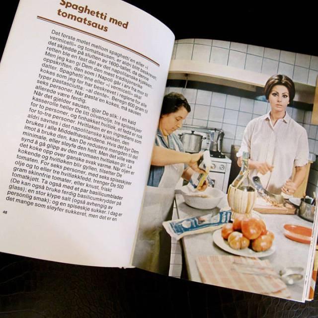 Utallige pastaoppskrifter i boken.